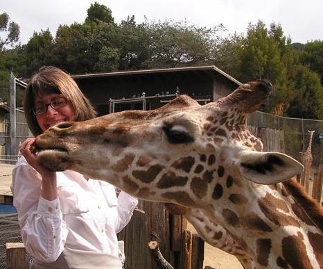 Susan Friedman con Jirafa