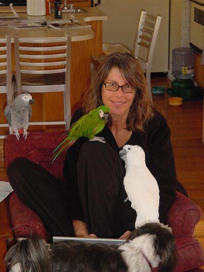 Susan Friedman con pájaros
