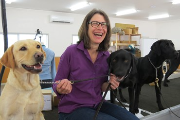 Susan Friedman con perritos